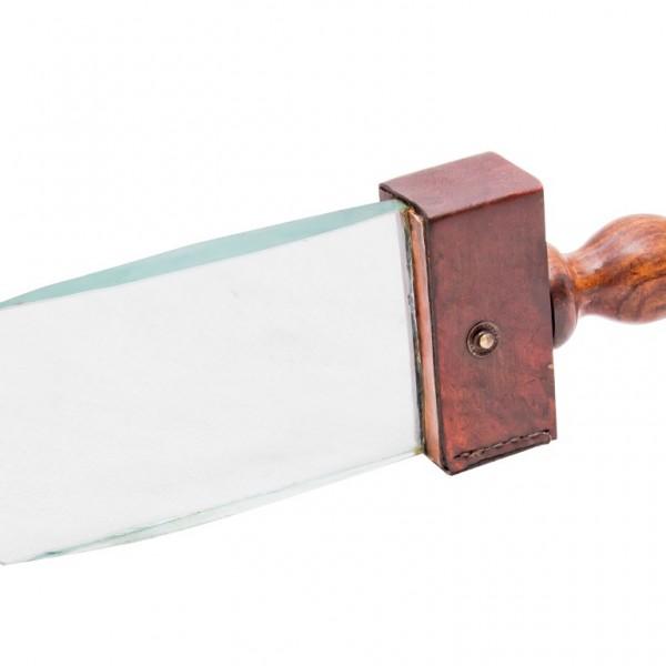 szkło powiększające w kształcie noża