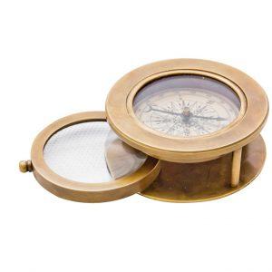 kompas i szkło powiększające