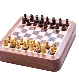 małe drewniane szachy do gry