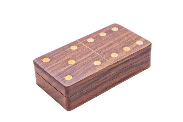pudełko imituje bloczek domina