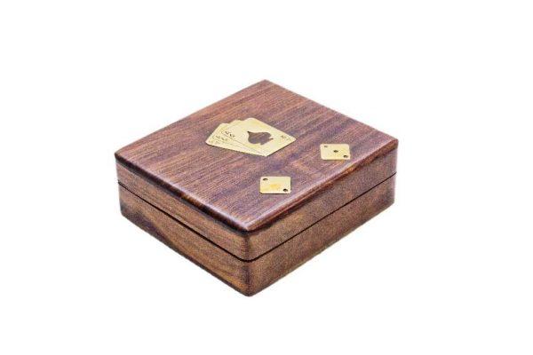 drewniane pudełko na karty i kości