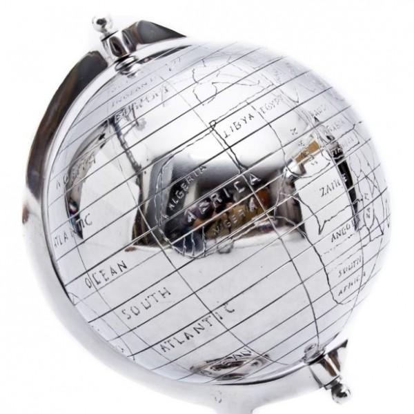 metaliczny błyszczący globus
