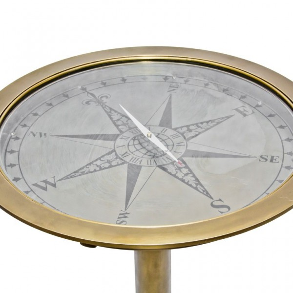 przeszklony stolik z kompasem