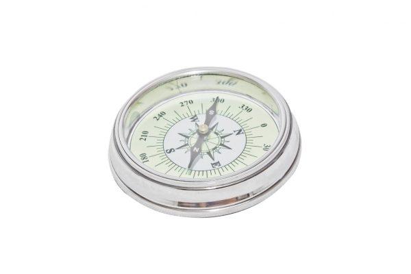 kompas w metalowej oprawie