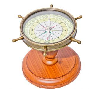 Kompas na drewnianej nóżce