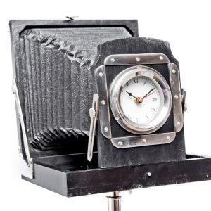zegarek w aparacie retro