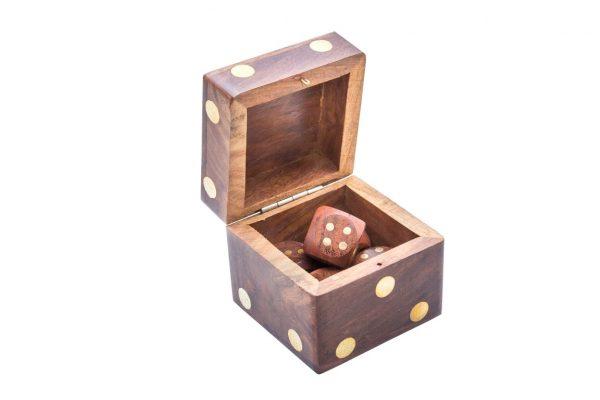 pudełko z kościami do gry