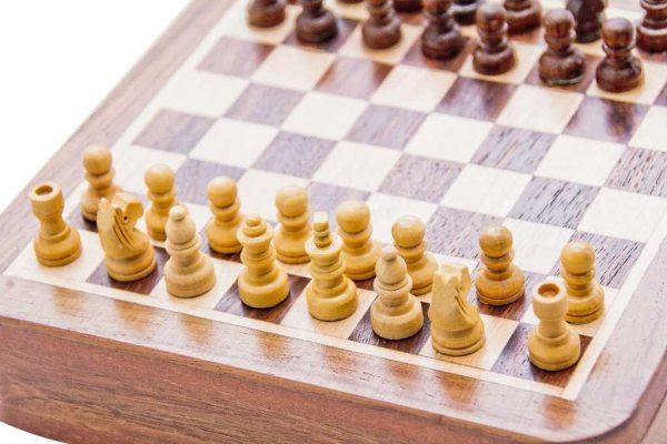 figury szachowe jasne