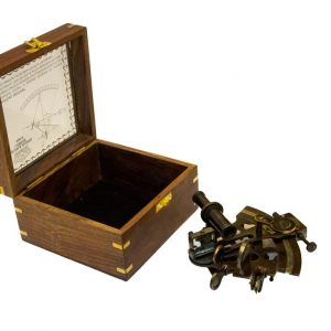 Mosiężny sekstant NI1261A w pudełku z palisandru ze szklanym topem