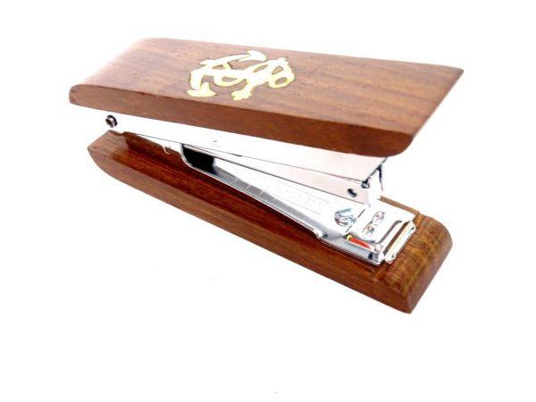 Elegancki, drewniany zszywać z kotwiczką