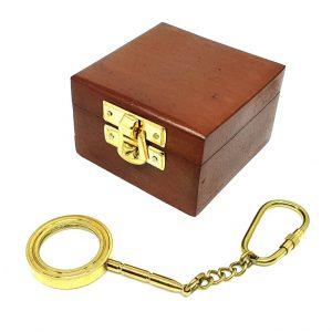 Breloczek mosiężny - szkło powiększające w pudełku drewnianym