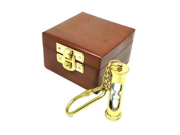 Breloczek mosiężny - mini klepsydra pudełku drewnianym