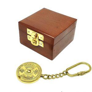 Breloczek mosiężny - kalendarz 50-letni w pudełku drewnianym