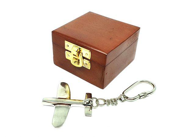 Breloczek - samolocik w pudełku drewnianym