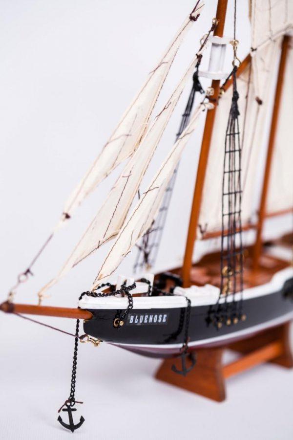 Model żaglowca Bluenose - dziób statku