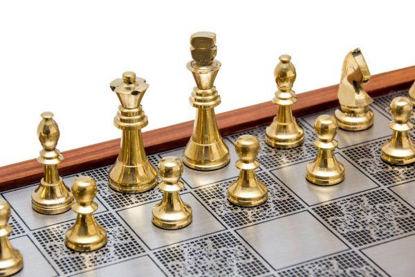figury szachowe złote
