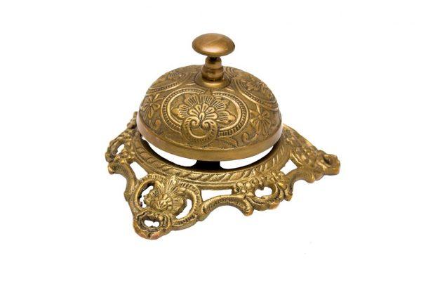 Dzwonek hotelowy zdobiony na pięknej podstawie