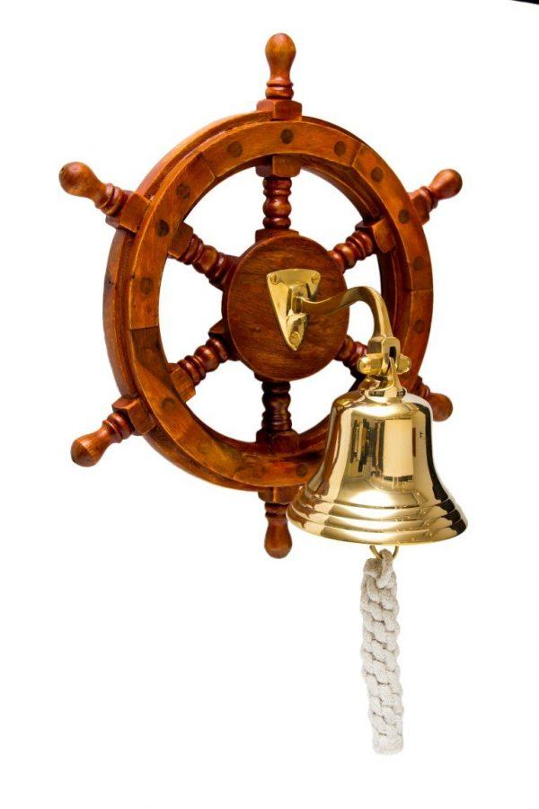 dzwon na drewnianym kole sterowym