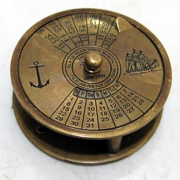 Lupa z kalendarzem na sto lat