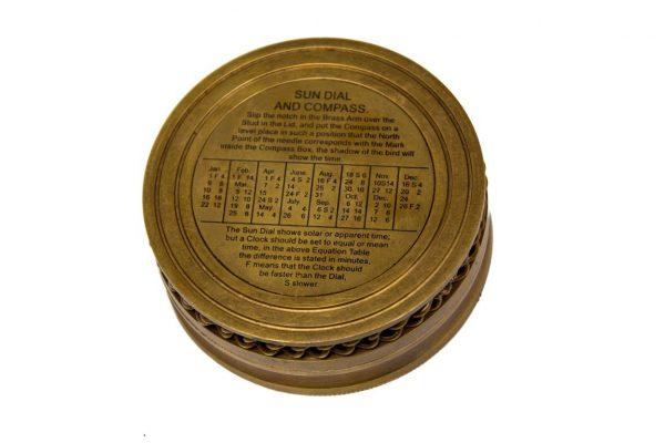 Na odwrocie instrukcja zegara słonecznego z tabelą