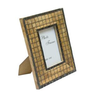 Drewniana ramka z metalową kratką 10x15 cm