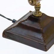 podstawa skórzana lampy z przeszyciami