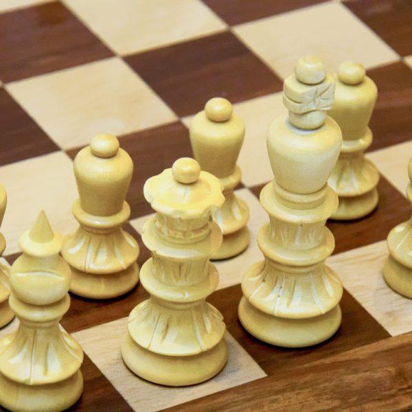 figury białe do gry w szachy