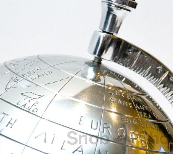 srebrzysty globus dekoracja