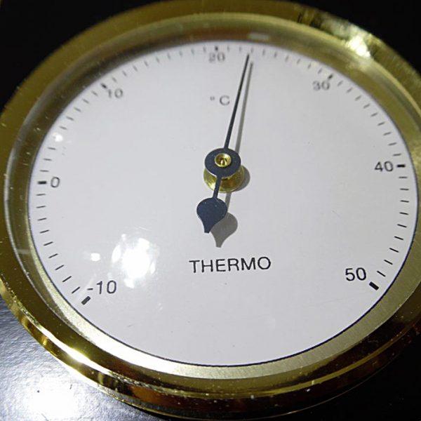 termometr ze złotą obręczą