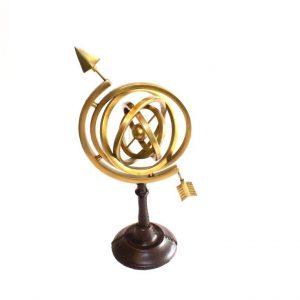 astrolabium strzałkowe na podstawie