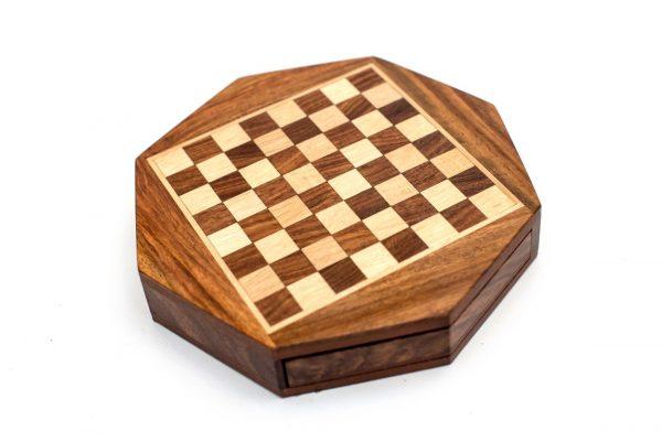 drewniana plansza do szachów