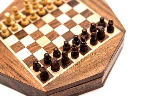 figury szachowe czarne, drewniane