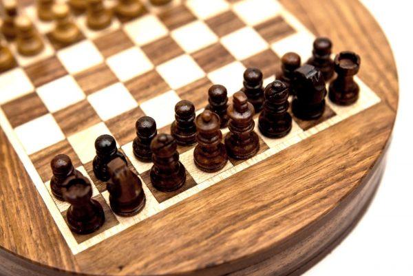 figury szachowe czarne plansza-okrągła