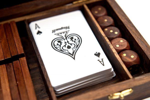 karty, kości do gry