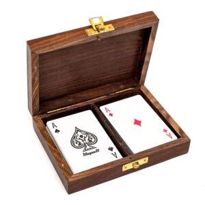 karty w pudełku
