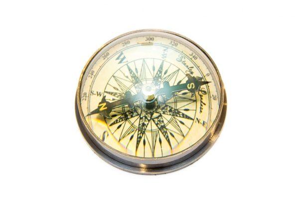 Kompas soczewkowy - zbliżenie