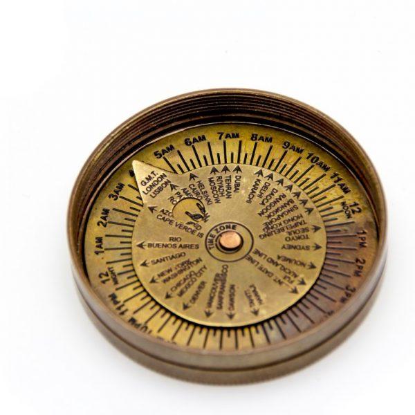Mosiężny zegar słoneczny z kompasem - detale