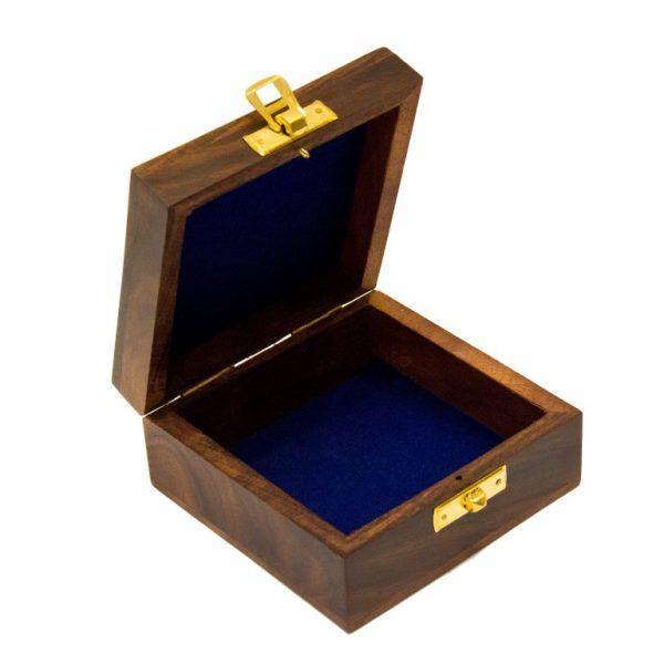 Otwarte pudełko drewniane