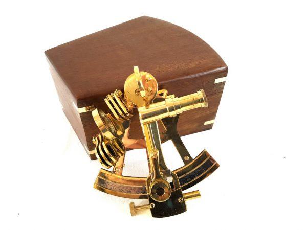 Sekstant mosiężny w drewnianym pudełku 4