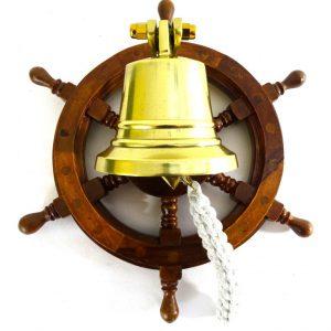 Dzwon mosiężny w drewnianym kole sterowym