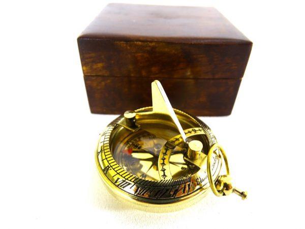 Kompas z zegarem słonecznym -1